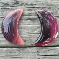 Agate Crescent Moons, pendant beads, Onyx agate, multi colored, polished and drilled, DIY jewelry supply, craft supply, moon pendant stones