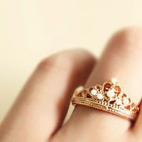Elegant Pearl Crown Ring