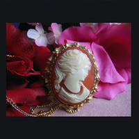Vintage cameo brooch/pendant.  UNSIGNED