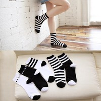 The new lady in black and white striped socks series cylinder socks socks tide in autumn and Winter Classic all-match socks 714