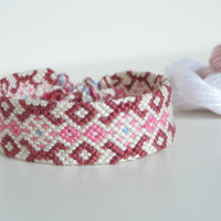"pink and white tribal friendship bracelet, unisex adult macrame bracelet ""tribal pattern"" 15 cm (5,91 inches)"