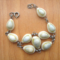 Vintage cowrie shell bracelet size 6-3/4th inches