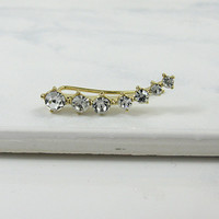 ASCENDING DIAMOND EARCUFF