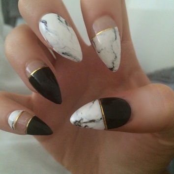 x Mono Marble x monochrome marble nails gold detail false nails