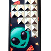 Alien Pizza Silver Studded Pyramid iPhone 4/4s Case