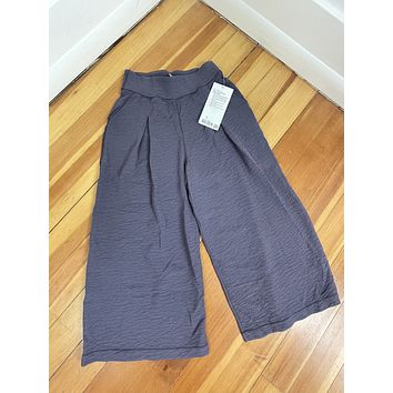 """Lululemon """"Can You Feel the Pleat Crop Pant"""" (4/S)"""