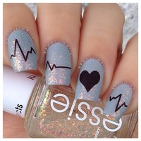 How to get adorable Valentine's Nails in just 10 minutes!