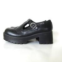 vintage black Mary Janes buckle sandals. strappy cut out shoes with chunky heels and wing tips / women's size 8.5