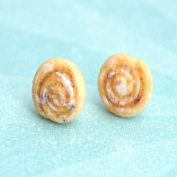 cinnamon rolls stud earrings