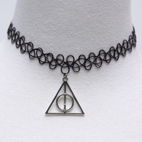 Harry Potter -Deathly Hallows Metal Triangle Stretch Necklace Black   Choker Tattoo Necklace