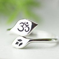 Lotus Om Ring. ohm sterling silver ring. zen, yoga jewelry.mother sister girlfriend gift jewelry.open ring.