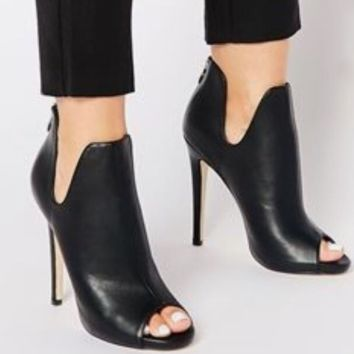 Hot style is a hot seller of sexy and versatile boots with high heels