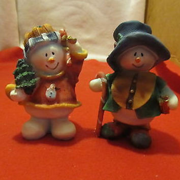 Cute Little Country S tyle Alabastrite Snow Couple