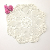 Beautiful Vintage White Crochet Doily, Snowflake