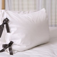 $45.00 Bow tie pillowcase (many ribbon colors available) by Lublini on Etsy