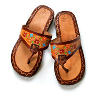 70s Tooled Leather Floral Mexican Ethnic Boho Hippie Festival Sandals Shoes . Size 6 . Abox . No.50.1.17.13