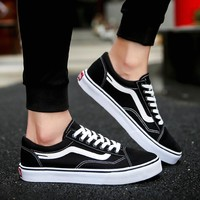 New 2018 Spring Summer Lightweight Canvas Shoes Fashion Men Breathable  Sneakers Lovers Lace Up Flats Shoes zapatos de hombre