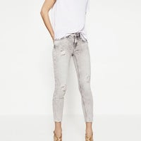 MID-RISE STRAIGHT CUT JEANS