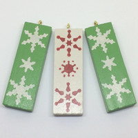 Christmas tree decorations, wooden Christmas decor, Nordic snowflake ornaments, Traditional Christmas colours, festive Holiday Decor