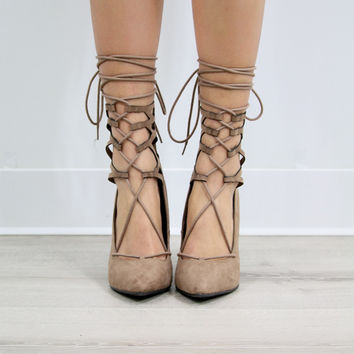Mama Mia Pointed Toe Lace Up Cutout Natural Lattice Pump