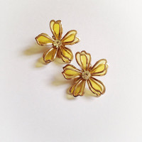 Vintage Yellow Plastic Flower Earrings In Gold Tone Frames and Rhinestone Center Clip On