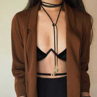 2016 New Fashion Cool Black Rope Chain Feather Pattern Pendant Necklace Women Choker Collar Necklace Velvet Strape Long Necklace