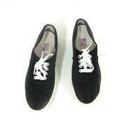 20% OFF SALE...vintage black 80s sneakers. Black low-top tennis shoes. lace up canvas oxfords. women's size