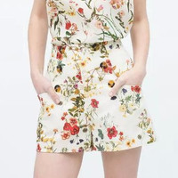 White Floral Print High-Waisted Short Pants With Pocket