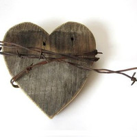 Christmas Gift Rustic Wedding Decor Old Heart barn wood sign rusty barbed wire shabby chic country wedding decor gifts for him for her