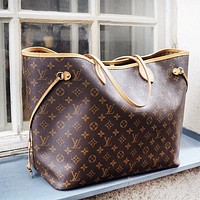 Louis vuitton LV sells a two-piece one-shoulder bag with a classic print design