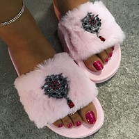 Fashionable plush slippers for indoor and outdoor plush slippers
