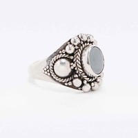 Engraved Stone Ring in Sterling Silver - Urban Outfitters
