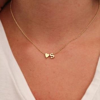 Hot 26 Letter & Heart-shaped Charm Pendant Necklace Women Simple Name Necklace Lovers Gift Gold Color Initial Choker
