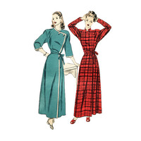 1940s Misses Robe Housecoat Sewing Pattern Diagonal Front Closing Size 16 Bust 34 Vogue 5588