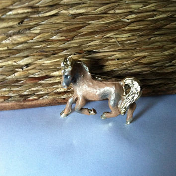 Vintage Gold and Brown Enamel Horse Brooch, Horse Lover's Pin, Horse Pin, Horse Brooch, Horse Collectible, Equestrian gift