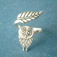 Owl Ring With A Leaf Wrap Style on Luulla