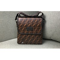 Fendi sells fashionable men's and women's one-shoulder full-print briefcases.