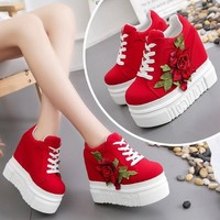 Ladies classy platform sneaker with big flower british style women red pointed sneaker high quality girl fashion canvas shoes