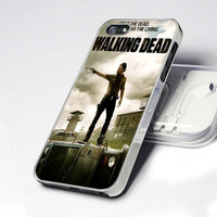CDP 0770 The Walking Dead Fight Dead Fear - Design - iPhone 4 / 4S / 5 - Black / White / Clear