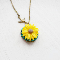 Yellow flower Necklace,Sunflower Locket Necklace,Keepsake,Bird Necklace,Bridesmaid Gift Idea,Daisy Locket,Yellow Necklace,Patina Locket Gift