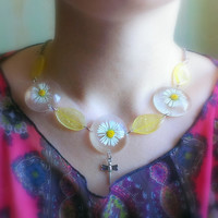 Real Flower Necklace-Eco Friendly Resin Necklace-Necklace With White Daisies-Transparent Resin Necklace-Flowers And Leaves In Jewelry Resin