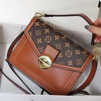 LV Louis Vuitton classic high-end custom shoulder bag shoulder bag small square bag Brown