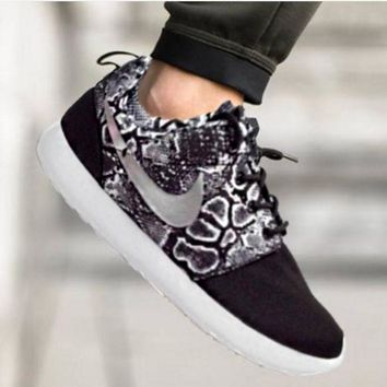 """""""NIKE"""" Roshe Trending Fashion casual sports shoes Scale Print Sneakers Black"""