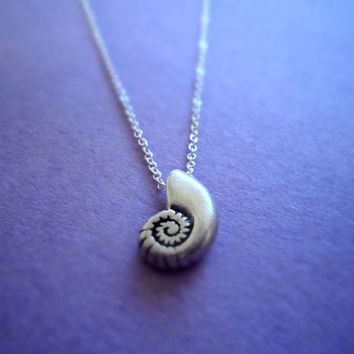 Ariel Voice - seashell antique sterling silver chain necklace - minimal dainty jewelry