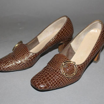 Vintage 60s PILGRIM SHOES / Brown Faux Alligator Pumps / MOD Buckle Heels / Mad Men / Croc, Reptile / Size 8 us, 6.5 aus, 5.5 uk, 38.5 eu