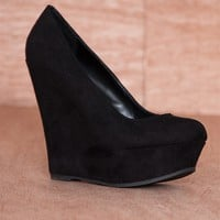 Breckelles Tall About The Trends Faux Suede Platform Wedge Pumps Cilo-01s - Black