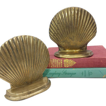 Brass Seashell Bookends, Vintage Nautical Decor, Clam Shell Book Ends, Mantle Bookshelf Office, Bibliophile, Book Lover Gifts, Gold Patina