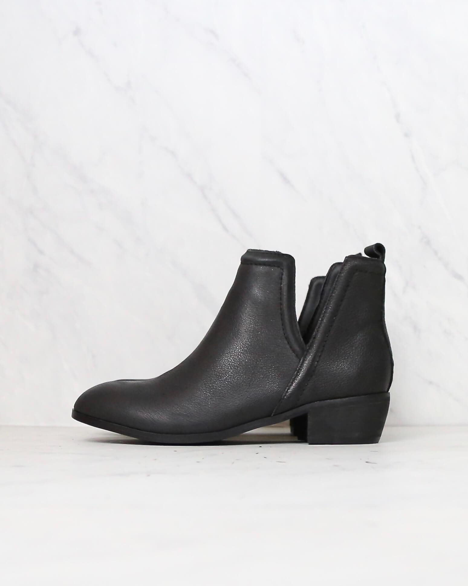 Image of Sbicca - Silvercity Side Slit Leather Chelsea Boots in Black