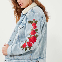 Levi's Embroidered Rose Sherpa Ex-Boyfriend Denim Jacket | Urban Outfitters