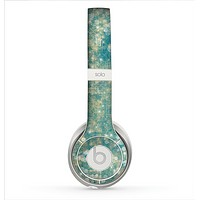 The Unfocused Green & White Drop Surface Skin for the Beats by Dre Solo 2 Headphones